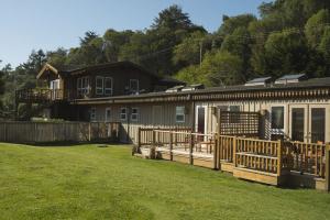 motel-inverness-facing-tomales-bay