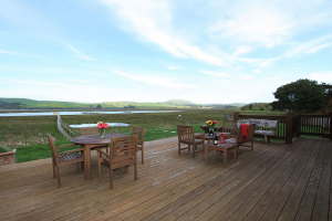 motel-inverness-tomales-bay-lodging-deck